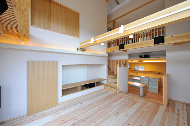 回遊性と高低差のある家 ~アクティブな住まい オリジナルデザインの リビング の 設計工房CRESS オリジナル