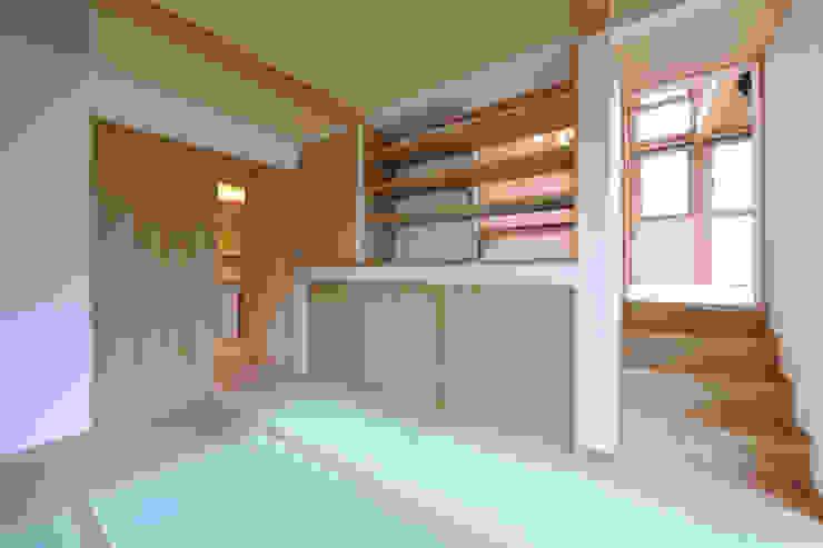 回遊性と高低差のある家 ~アクティブな住まい 和風デザインの 多目的室 の 設計工房CRESS 和風