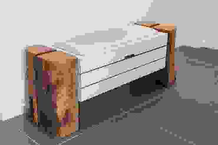 Treelax, die Bank mit Stauraum -HANDGEMACHT-: modern  von yourelement,Modern Holz Holznachbildung