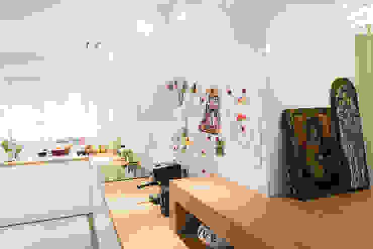 Кухня в стиле модерн от conceptjoana Модерн