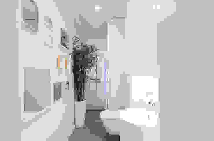 Słoneczna Katowice Nowoczesna łazienka od conceptjoana Nowoczesny