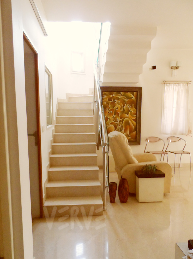 HOUSE IN WHITES Minimalist corridor, hallway & stairs by VERVE GROUP Minimalist Marble