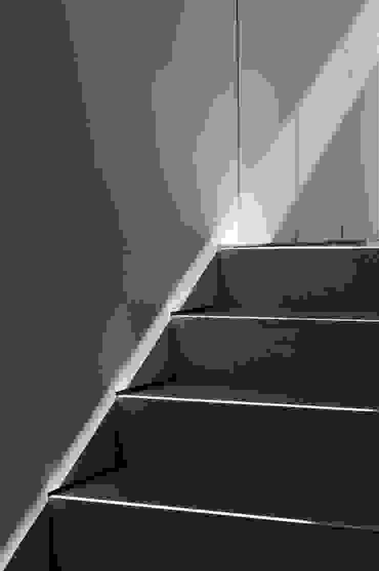 details Ingresso, Corridoio & Scale in stile minimalista di Alessandro De Sanctis - des interior architecture Minimalista