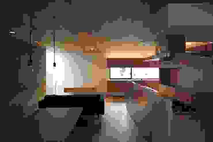 Modern living room by 有限会社Kaデザイン Modern