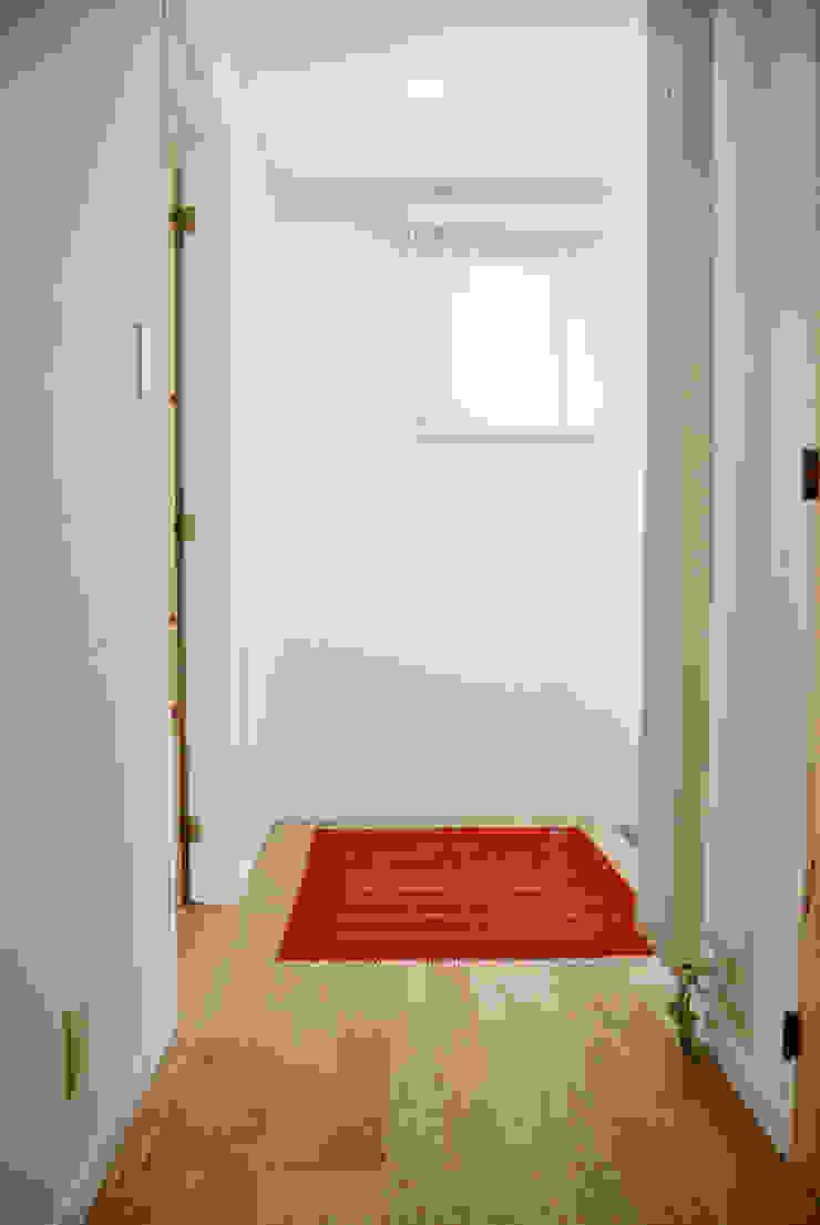 基本性能が良い家には実は間仕切りは要らない 北欧スタイルの 玄関&廊下&階段 の 株式会社 ヨゴホームズ 北欧