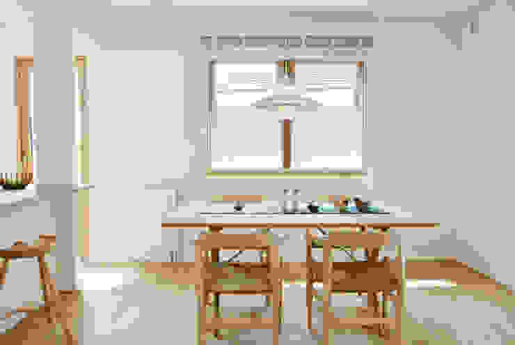 美しいデンマーク家具とライティング 北欧デザインの リビング の 株式会社 ヨゴホームズ 北欧