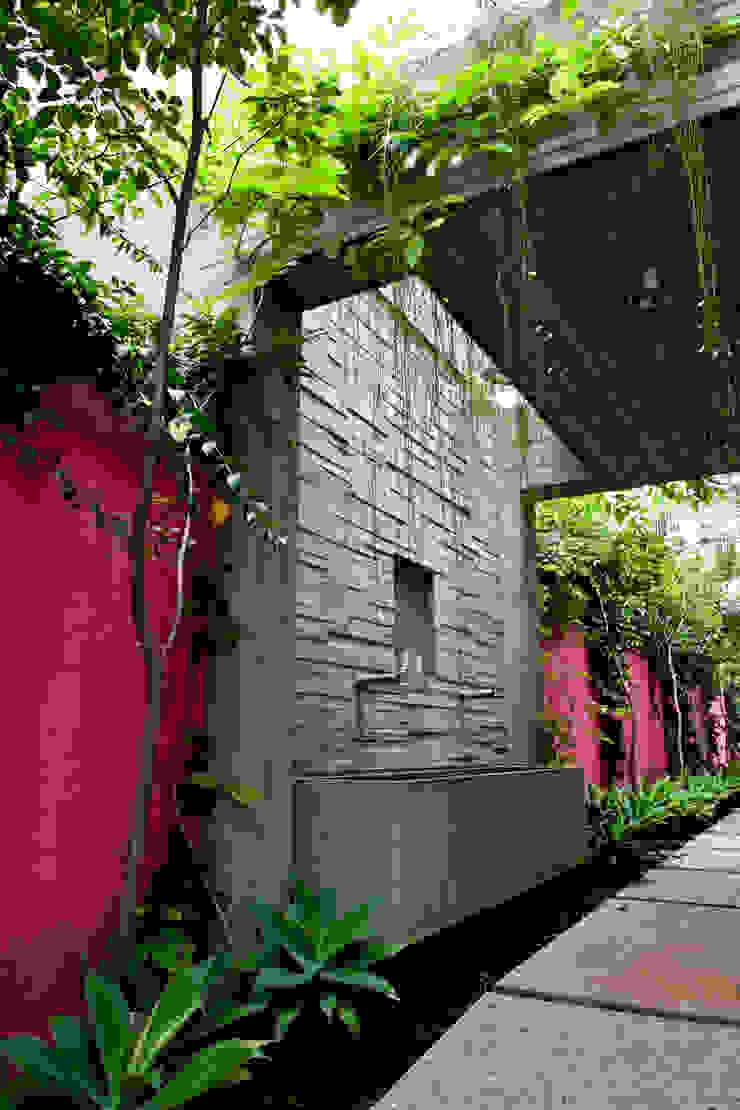 Estúdio Paulo Alves Modern balcony, veranda & terrace