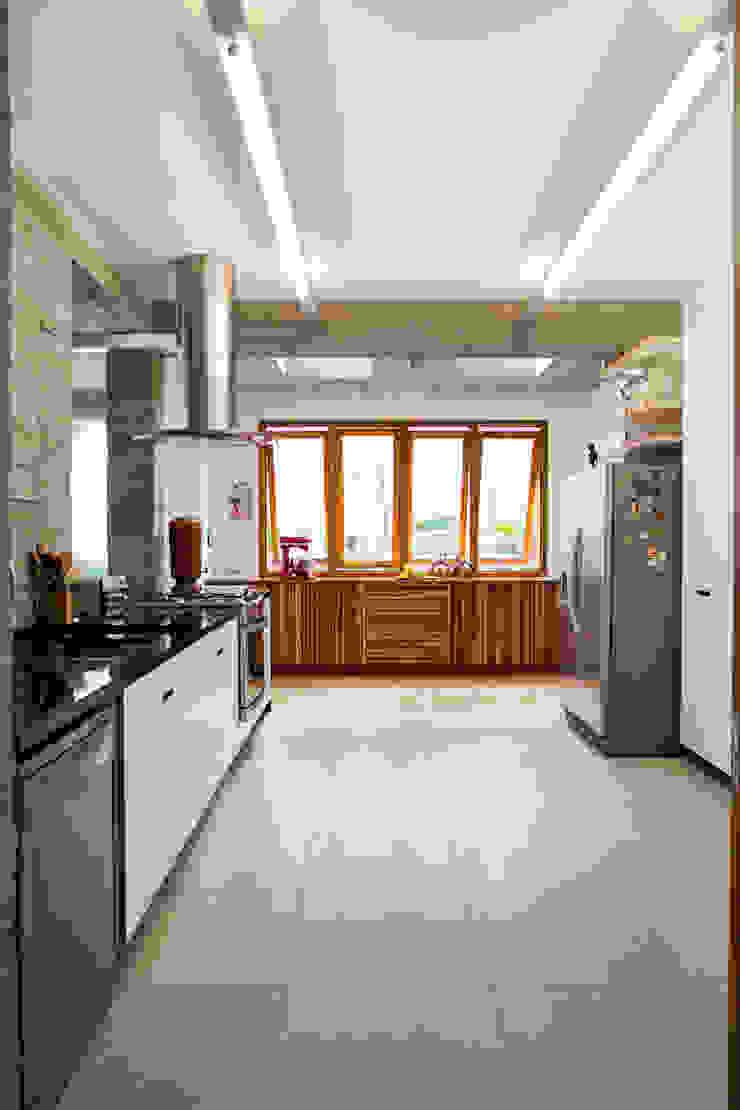 Estúdio Paulo Alves Modern kitchen