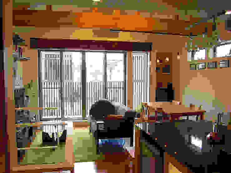 葛飾の住宅 モダンデザインの リビング の ㈱姫松建築設計事務所 モダン