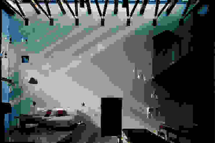 壁に住む家: 合資会社d.n.a.が手掛けたリビングです。,モダン
