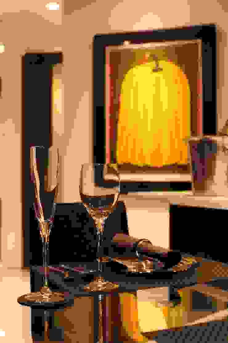 「男の空間」シアターリビング モダンデザインの ダイニング の 株式会社Juju INTERIOR DESIGNS モダン ガラス