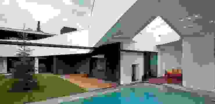 López Clavería Arquitectos Classic style houses