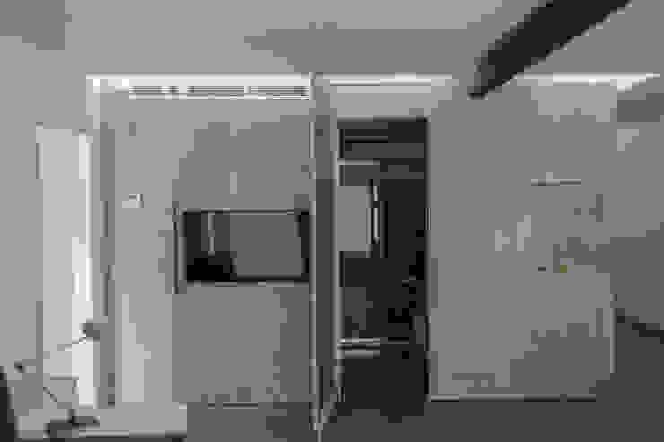 APARTAMENTO EN LA PLAYA Salones de estilo moderno de JUANCHO GONZALEZ Moderno