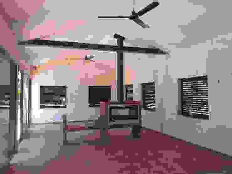 Casa de piscina - La Sierrezuela Cocinas de estilo clásico de gsformato Clásico