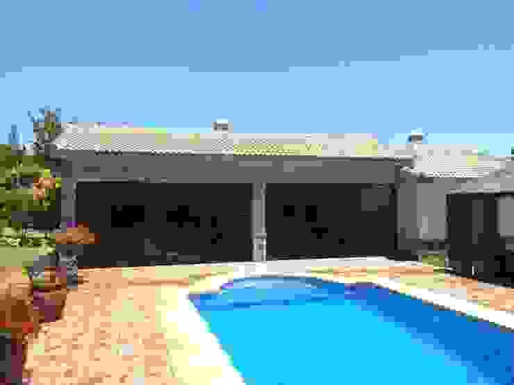 Casa de piscina - La Sierrezuela Piscinas de estilo clásico de gsformato Clásico