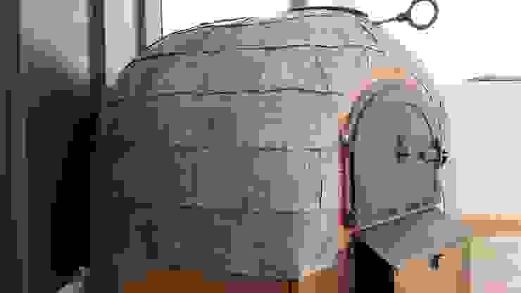 Roof terrace oven Balcones y terrazas de estilo moderno de wood-fired oven Moderno