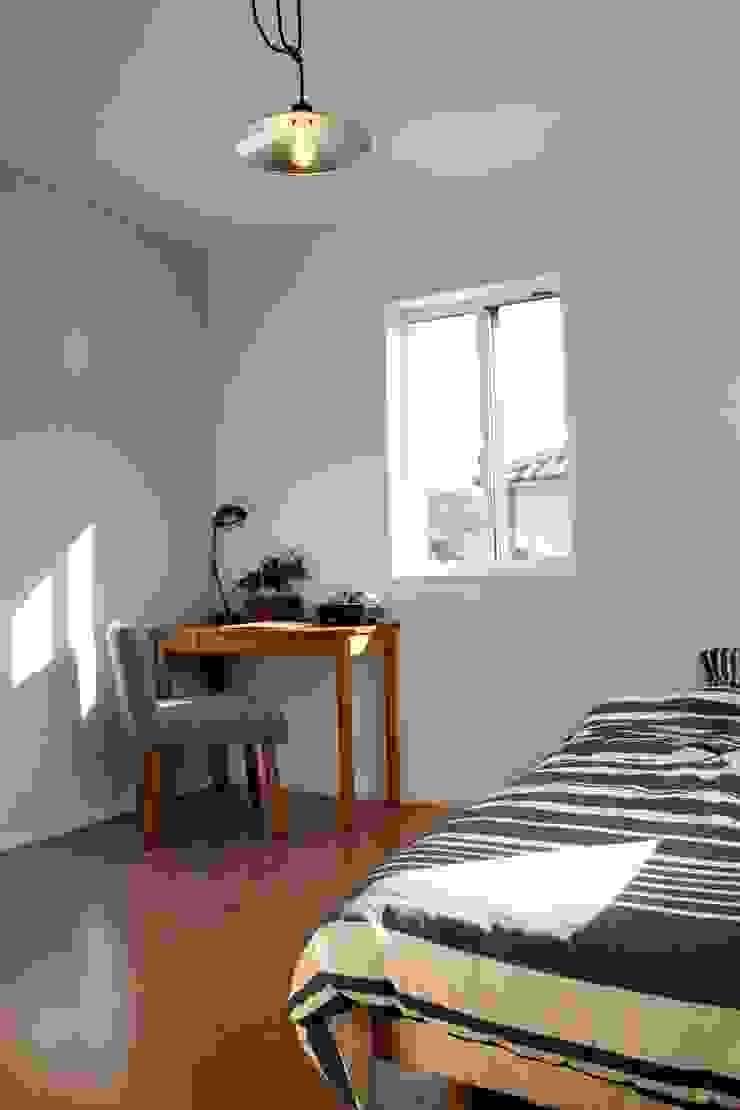 『 ふんわり北欧スタイルのすまい 』 北欧スタイルの 寝室 の Live Sumai - アズ・コンストラクション - 北欧