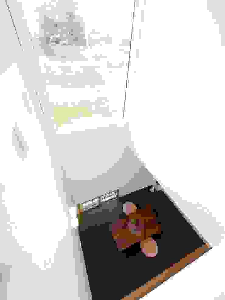 Modern Media Room by Live Sumai - アズ・コンストラクション - Modern Paper
