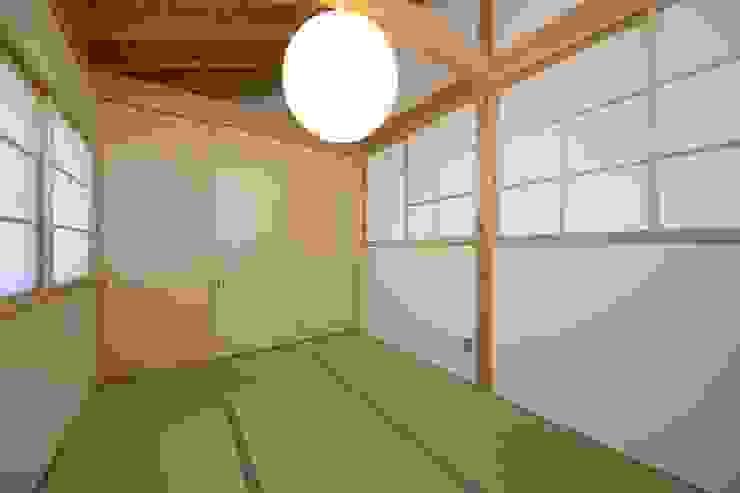 埼玉県日高市~Sさんの家 モダンスタイルの寝室 の kijima-k-koubou モダン