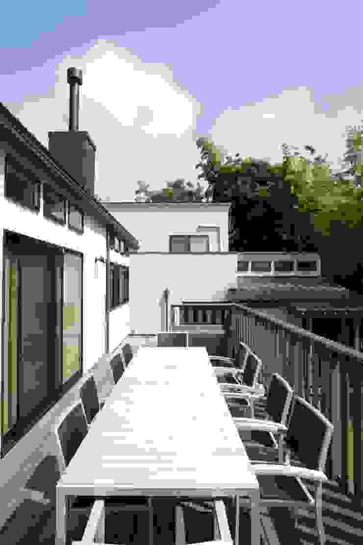 神奈川県鎌倉市 鎌倉山の家 オリジナルデザインの テラス の Gen Design Factory オリジナル