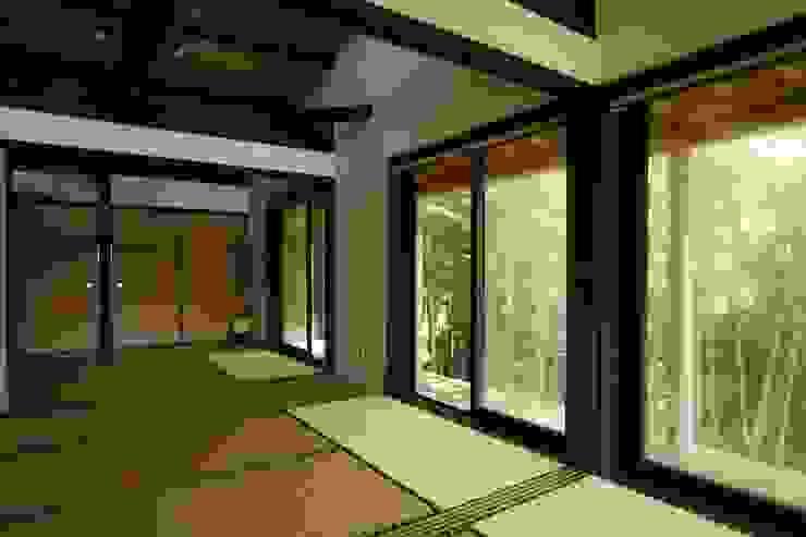 神奈川県鎌倉市 鎌倉山の家 オリジナルデザインの 多目的室 の Gen Design Factory オリジナル
