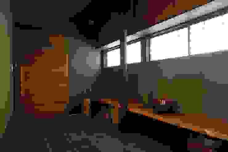 神奈川県鎌倉市 鎌倉山の家 オリジナルスタイルの 玄関&廊下&階段 の Gen Design Factory オリジナル
