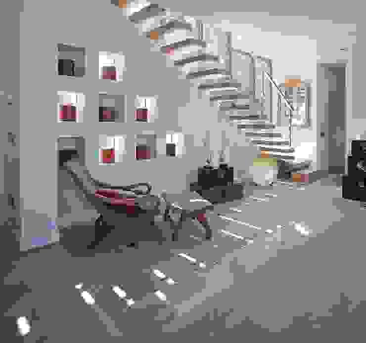Pasillos, vestíbulos y escaleras modernos de MILLENIUM ARCHITECTURE Moderno
