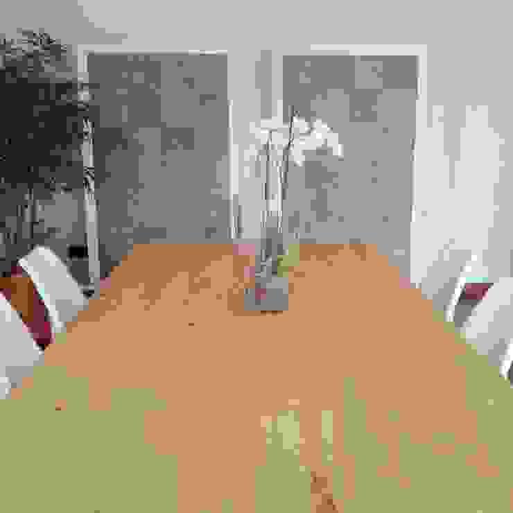 Classic style dining room by MANUEL LAMARCA. Tapicería&Decoración Classic