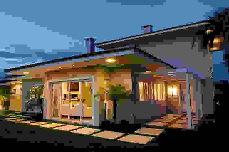Casa de Praia em Xangri-lá – RS Casas modernas por Londero Moraes Arquitetura & Design Moderno