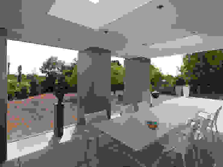 Restylen Villa te Essen Moderne balkons, veranda's en terrassen van Vergouwen & Van Rijen architecten BNA BVBA Modern
