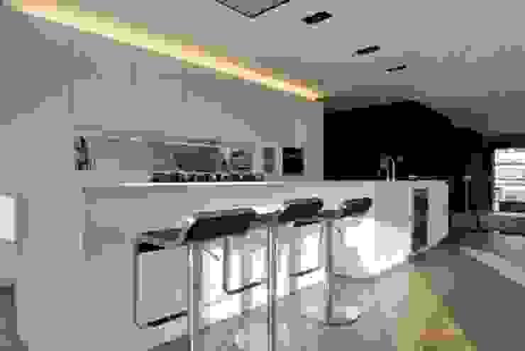 Restylen Villa te Essen Moderne keukens van Vergouwen & Van Rijen architecten BNA BVBA Modern