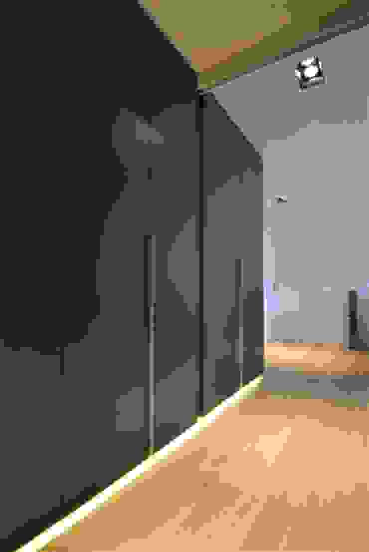 Restylen Villa te Essen Moderne slaapkamers van Vergouwen & Van Rijen architecten BNA BVBA Modern