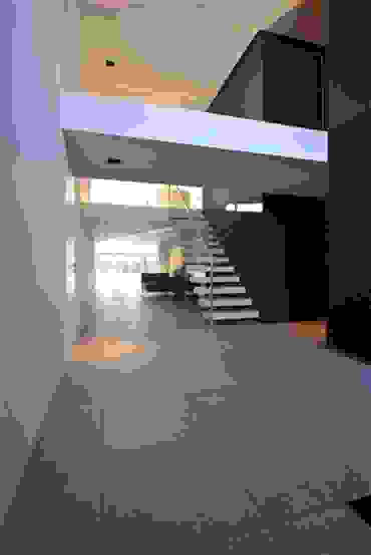 Restylen Villa te Essen Moderne gangen, hallen & trappenhuizen van Vergouwen & Van Rijen architecten BNA BVBA Modern