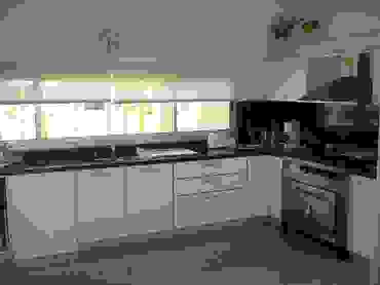 ラスティックデザインの キッチン の Fainzilber Arqts. ラスティック