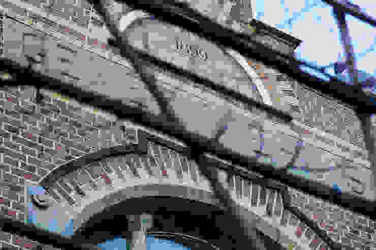 Oude gemeentehuis Cromvoirt Klassieke huizen van Van Pelt architecten Klassiek