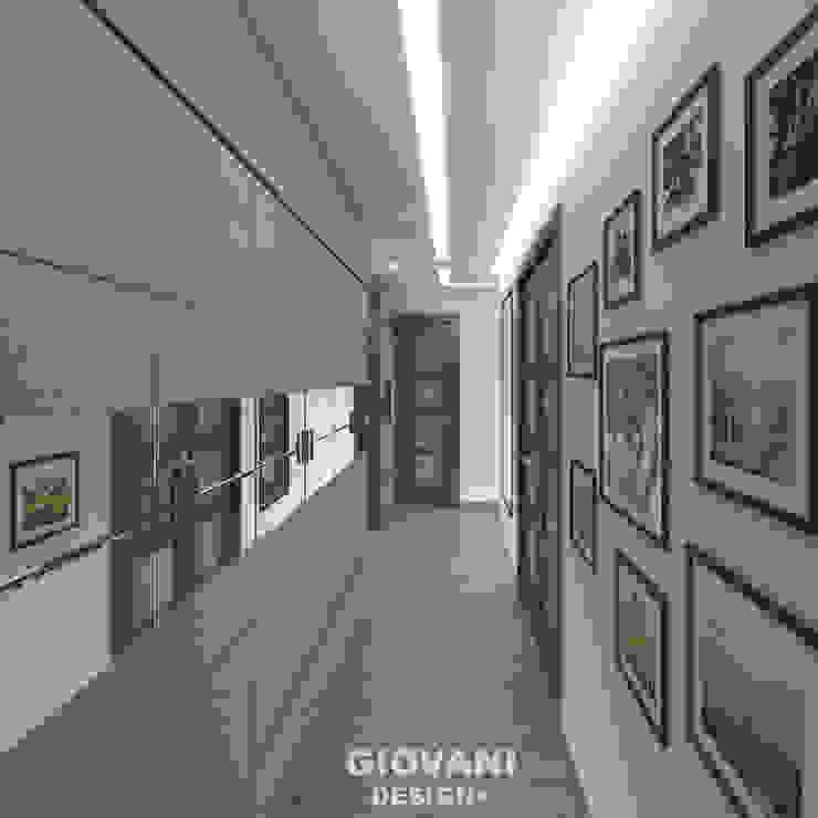 Corridor & hallway by Giovani Design Studio