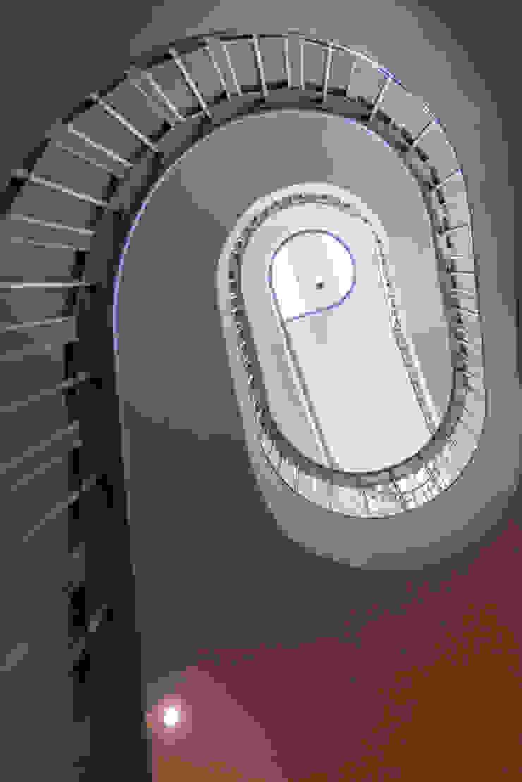 Staircase at Bedford Gardens house ห้องโถงทางเดินและบันไดสมัยใหม่ โดย Nash Baker Architects Ltd โมเดิร์น หิน