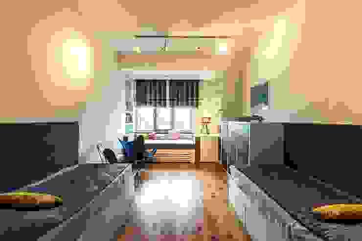 детская комната Детская комнатa в стиле минимализм от Medianyk Studio Минимализм