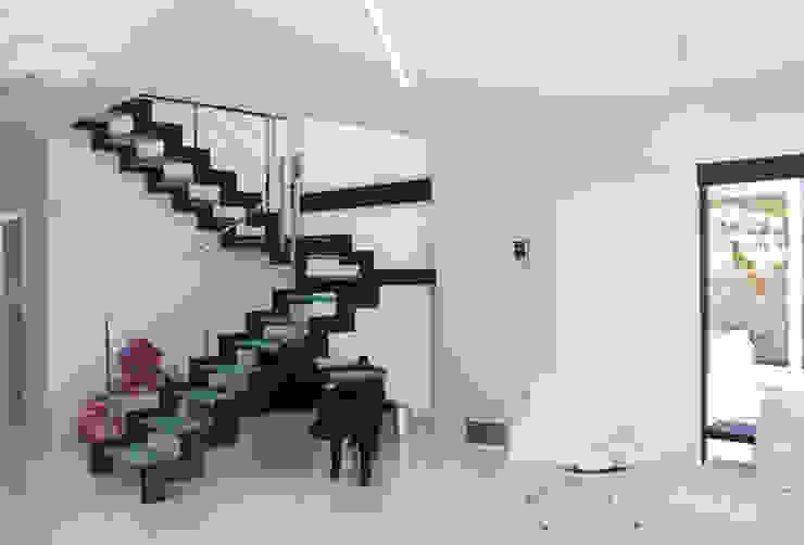 DESIGN VILLAS MORAIRA SL Corridor, hallway & stairs Stairs
