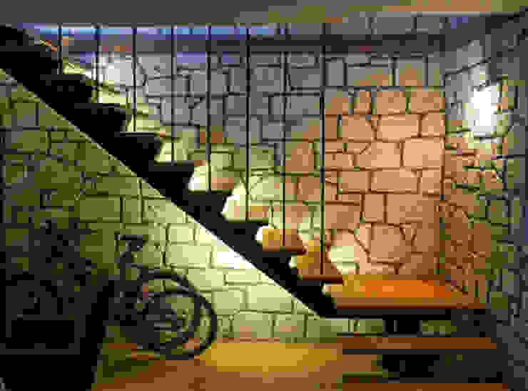 B3 Evi DAFNI MİMARLIK Modern Koridor, Hol & Merdivenler