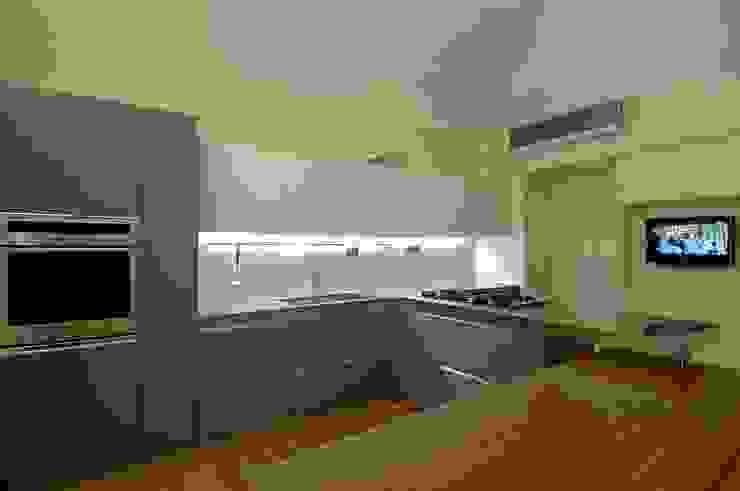 progetto Modern Kitchen by Vemworks llc Modern