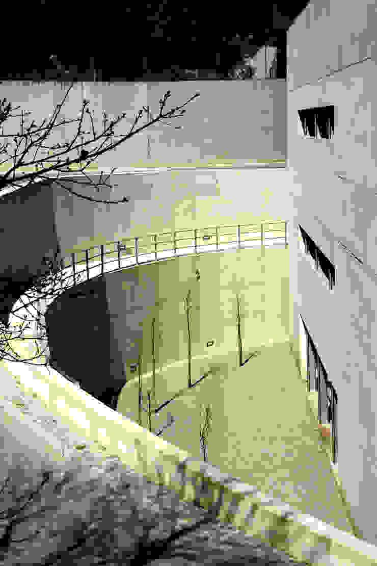 Fachada Casas modernas por MANUEL CORREIA FERNANDES, ARQUITECTO E ASSOCIADOS Moderno