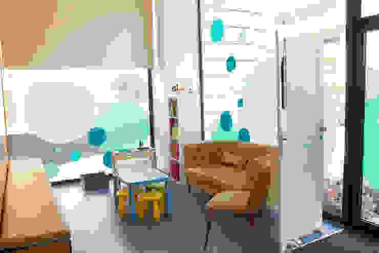 Sala de espera Clínicas modernas por Teresa Pinto Ribeiro | Arquitectura & Interiores Moderno