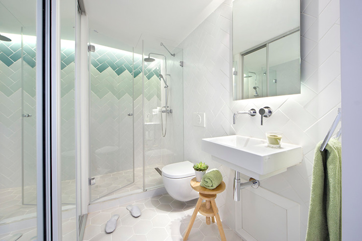 Modern Bathroom by Egue y Seta Modern