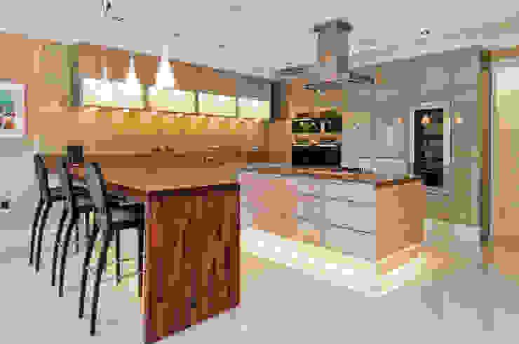 POGGENPOHL WITH SPEKVA BREAKFAST BAR Shandler Homes Ltd Dapur Modern