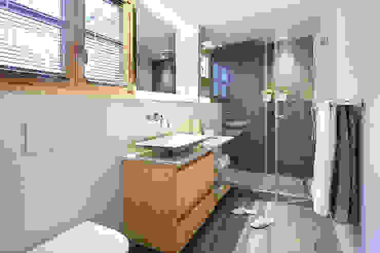 Salle de bain moderne par Egue y Seta Moderne