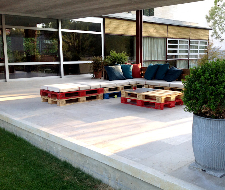 Atelier de Desseins Modern terrace Wood