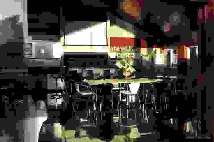 Residência Unifamiliar Entre-Ijuís -RS / Brasil Garagens e edículas modernas por Rockenbach Arquitetos Associados Moderno