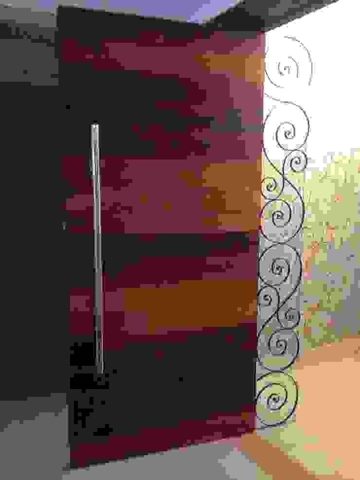 Hall - Splendor Corredores, halls e escadas modernos por Laura Picoli Moderno Madeira Efeito de madeira