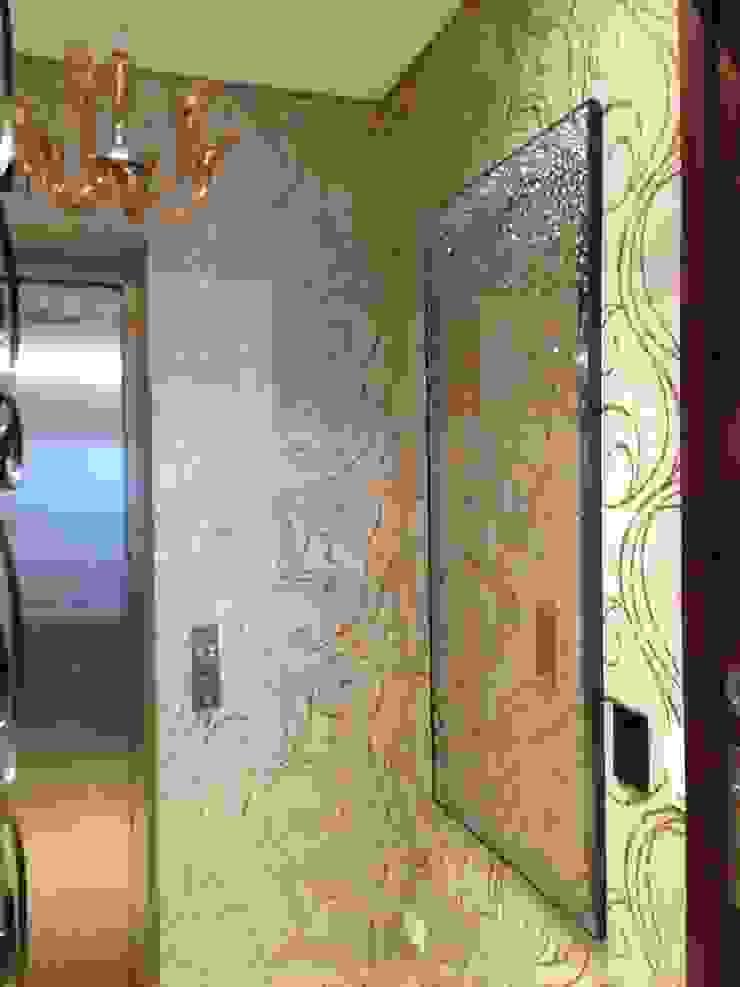 Detalhe do vidro refletivo bronze do Hall Corredores, halls e escadas modernos por Laura Picoli Moderno Vidro